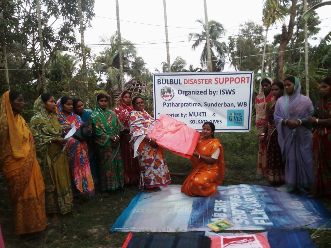 Relief Work In Dakshin Shibganj, Pathar Pratima In Collaboration With Kolkata Gives Foundation
