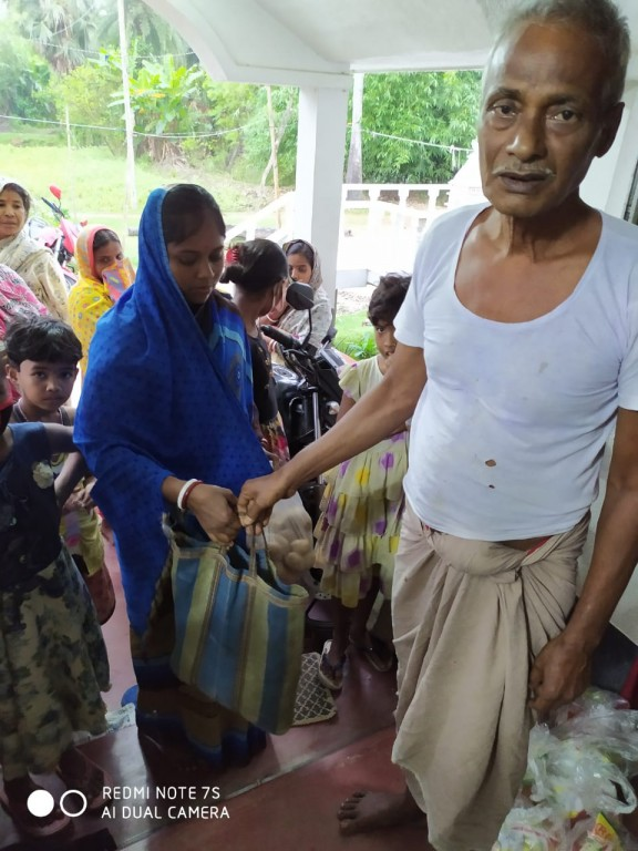 Raw Rations Are Distributed At Bishalakkhipur Village By Mukti To Help The Amphan Affected People