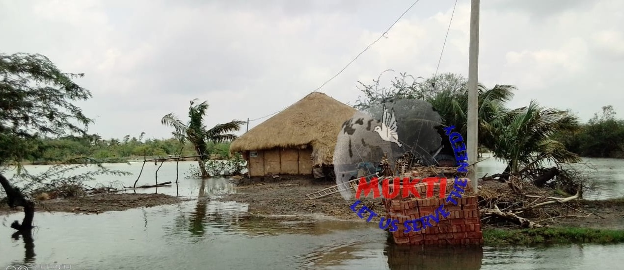 After A Week The Houses Are Still Under Deep Water At Uttar ...
