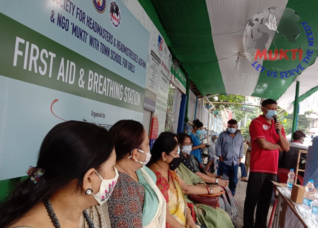 Mukti With Asfhm  Provided Oxygen Concentrator, Covid Medicines And Mask To