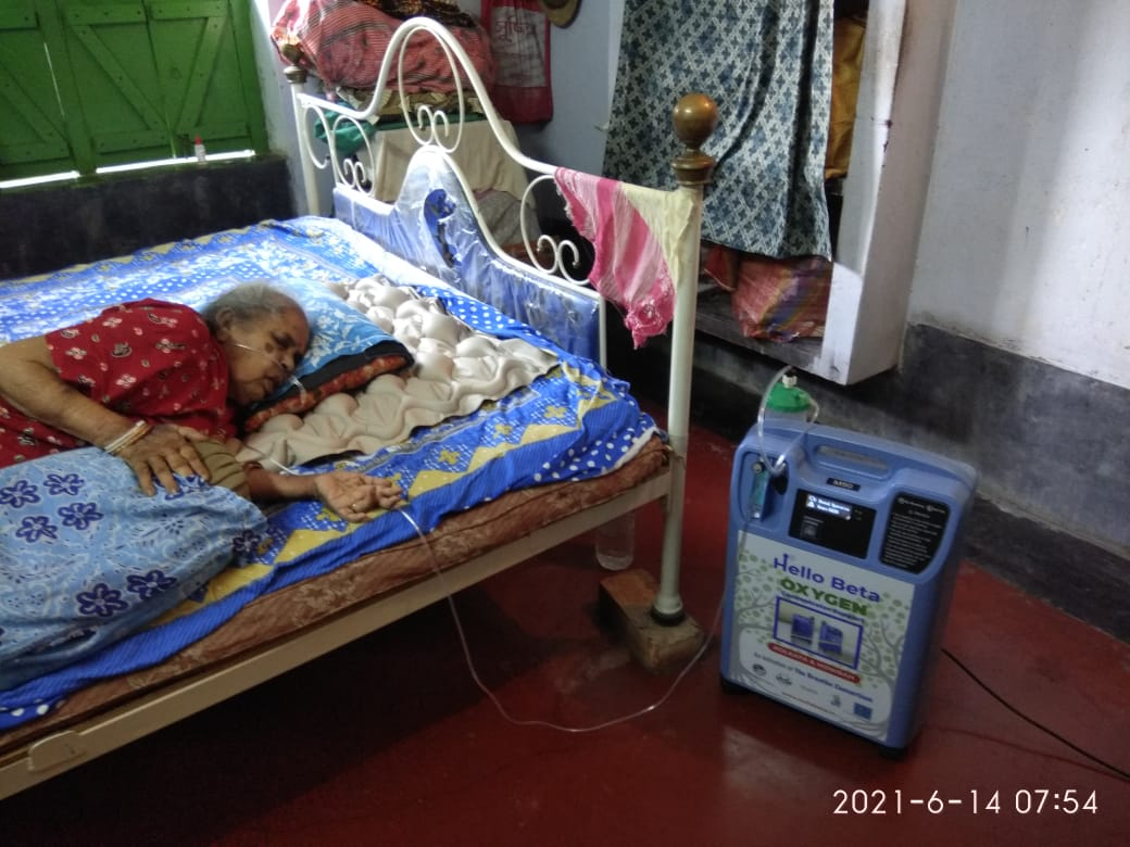 Mukti Supported Udyomi Bangla, Katwa With Oxygen Concentrator For The Covid Patients